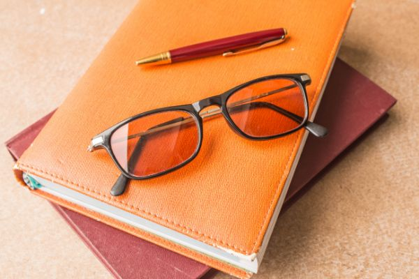 Glasses on the book PTZTHY2 1